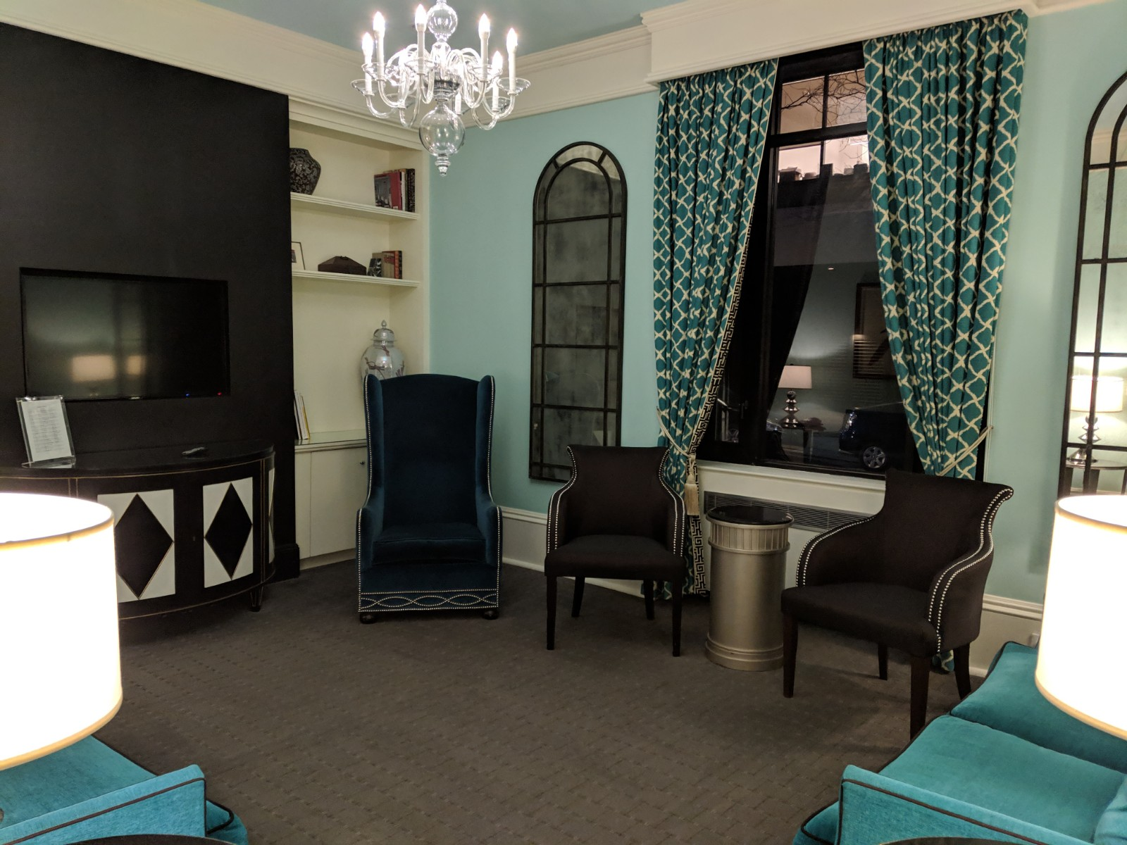The lounge room at the seton hotel