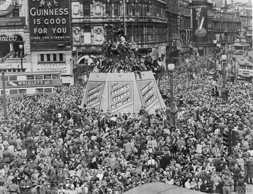 VE day at home Picadilly Circus